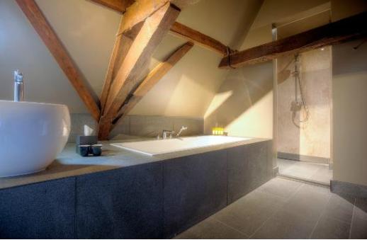 Hotel Prinsenhof badkamer totaal - De Lange Natuursteen
