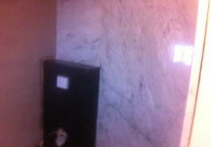 Badkamer van Bianco Carrara en Belgisch Hardsteen