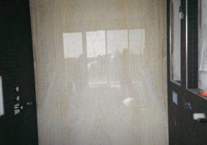 Badkamer met Onyx Ivory wand