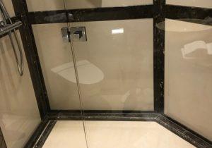"""Luxe badkamers in verschillende suites in de charter yacht """"Legend"""""""